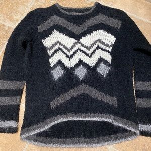 Excellent Condition Black Pattern High-Low Sweater